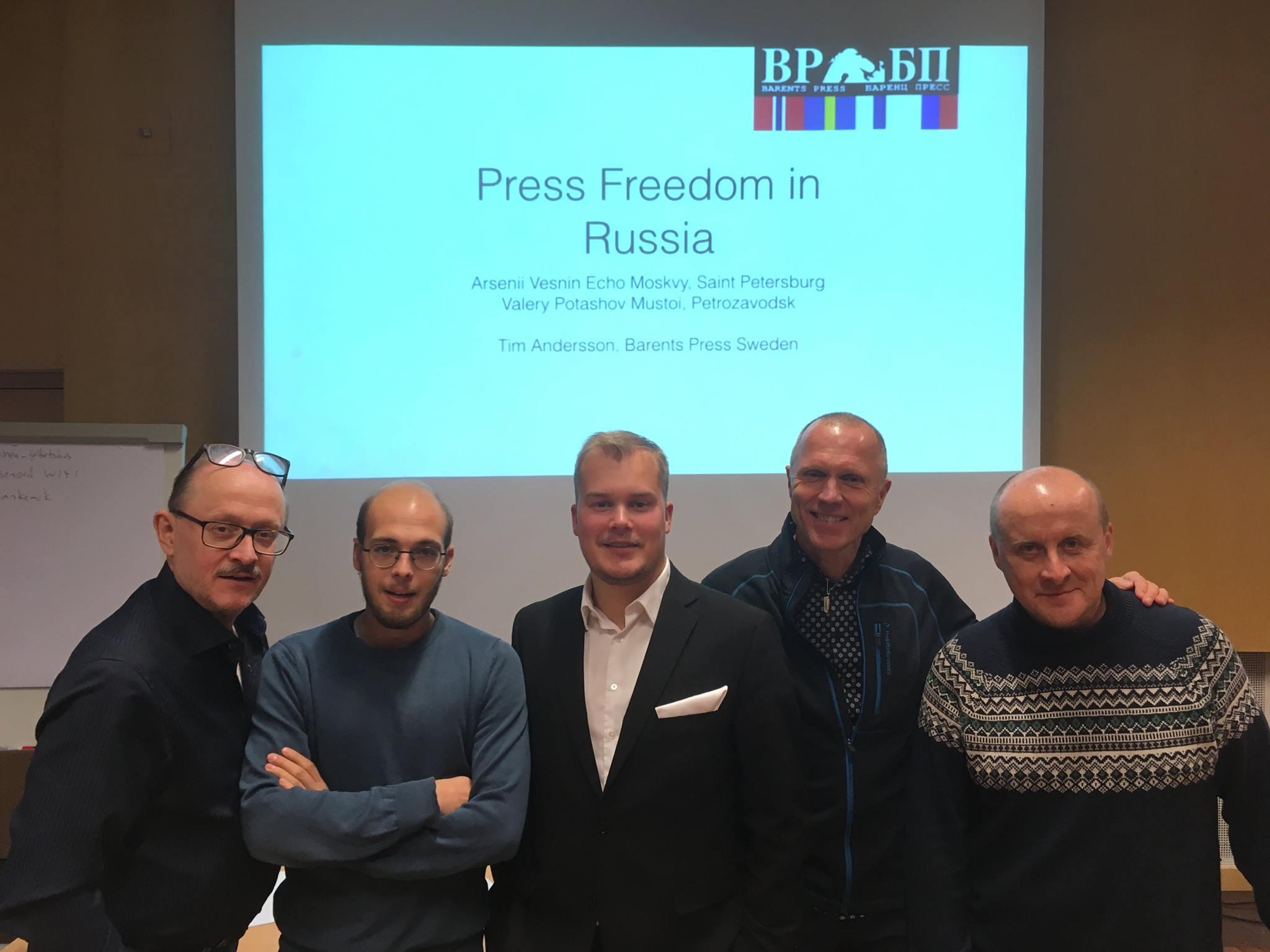 Участники семинара (слева направо): Эрланл Сегерстедт (Швеция), Арсений Веснин (Россия), Тим Андерссон (Швеция), Бертулоф Бреннстрем (Швеция), Валерий Поташов (Россия). Фото: Barents Press Sweden