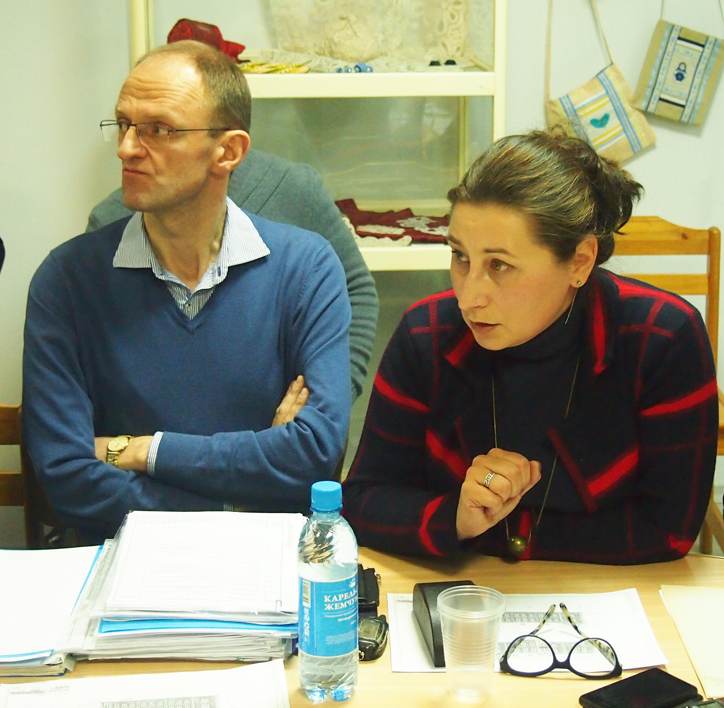 Эксперт Юлия Свешникова и собственник здания, бизнесмен Чеслав Скрипин. Фото: Валерий Поташов