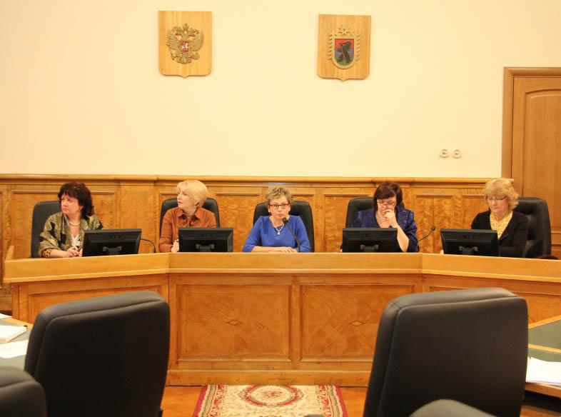 На заседании комитета по образованию карельского парламента. Фото: karelia-zs.ru