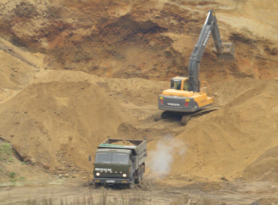 Кража песка в промышленных масштабах. Фото: Александр Луговской