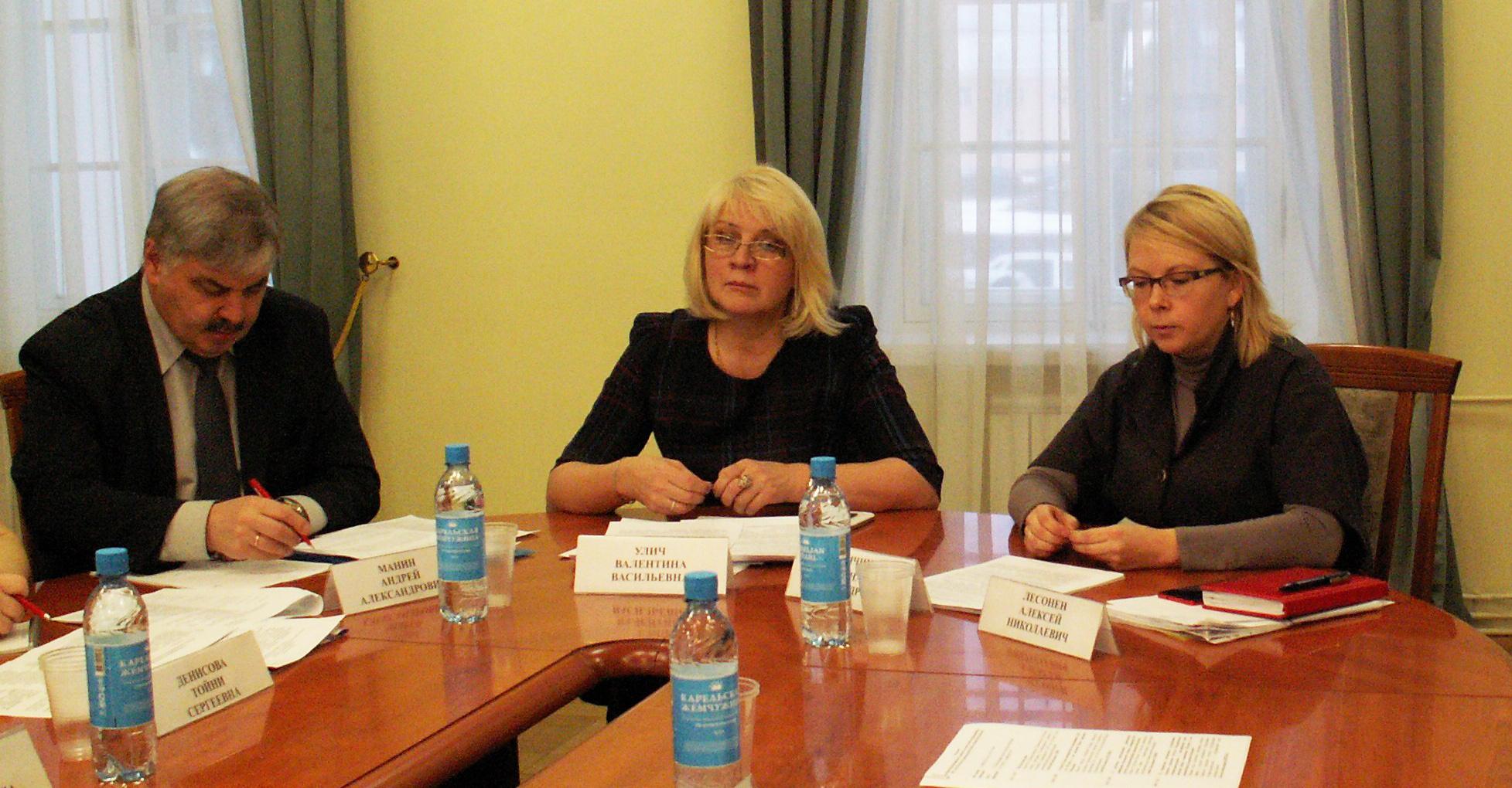 На заседании оргкомитета по празднованию юбилея Ириньи Федосовой. Фото: Татьяна Смирнова