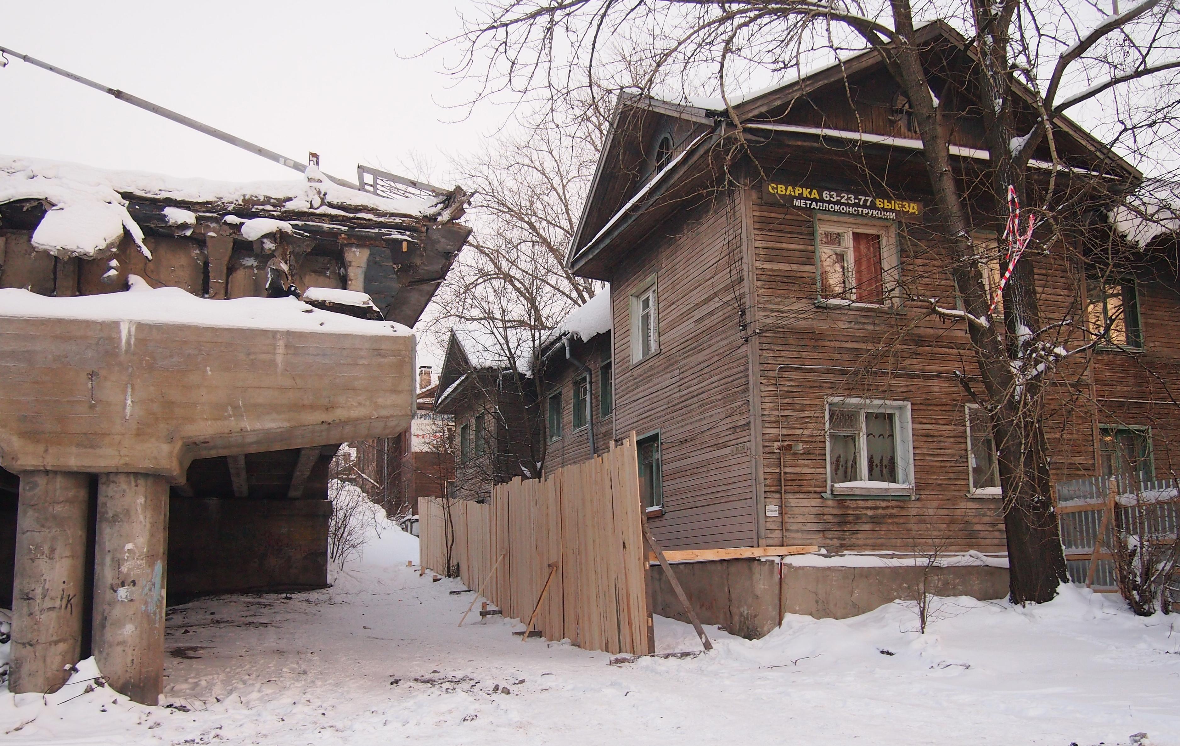 """Так выглядят """"меры безопасности"""" для жильцов нерасселенного дома. Фото: Валерий Поташов"""