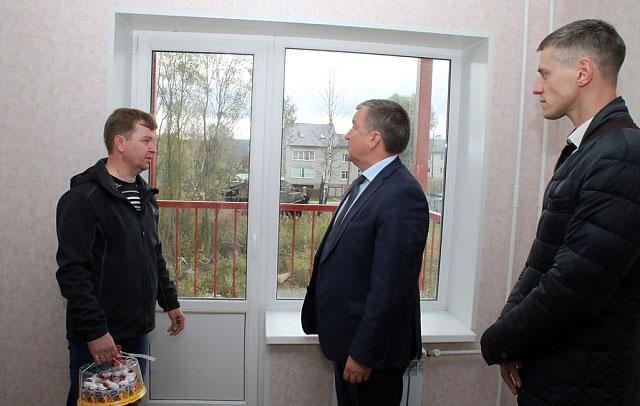 Глава Карелии в новом жилье. Фото: gov.karelia.ru