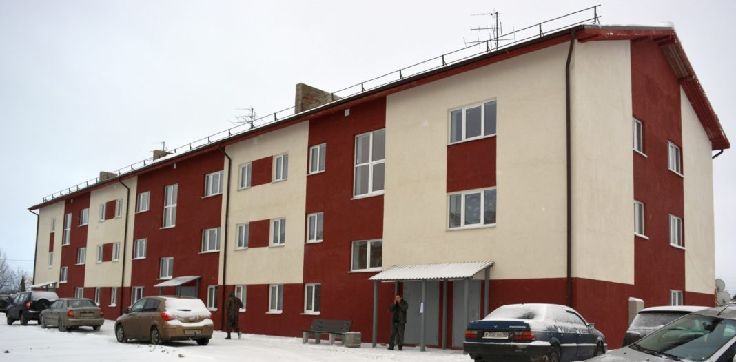 Этот дом на улице Карла Либкнехта в Олонце построен по программе расселения аварийного жилья компанией