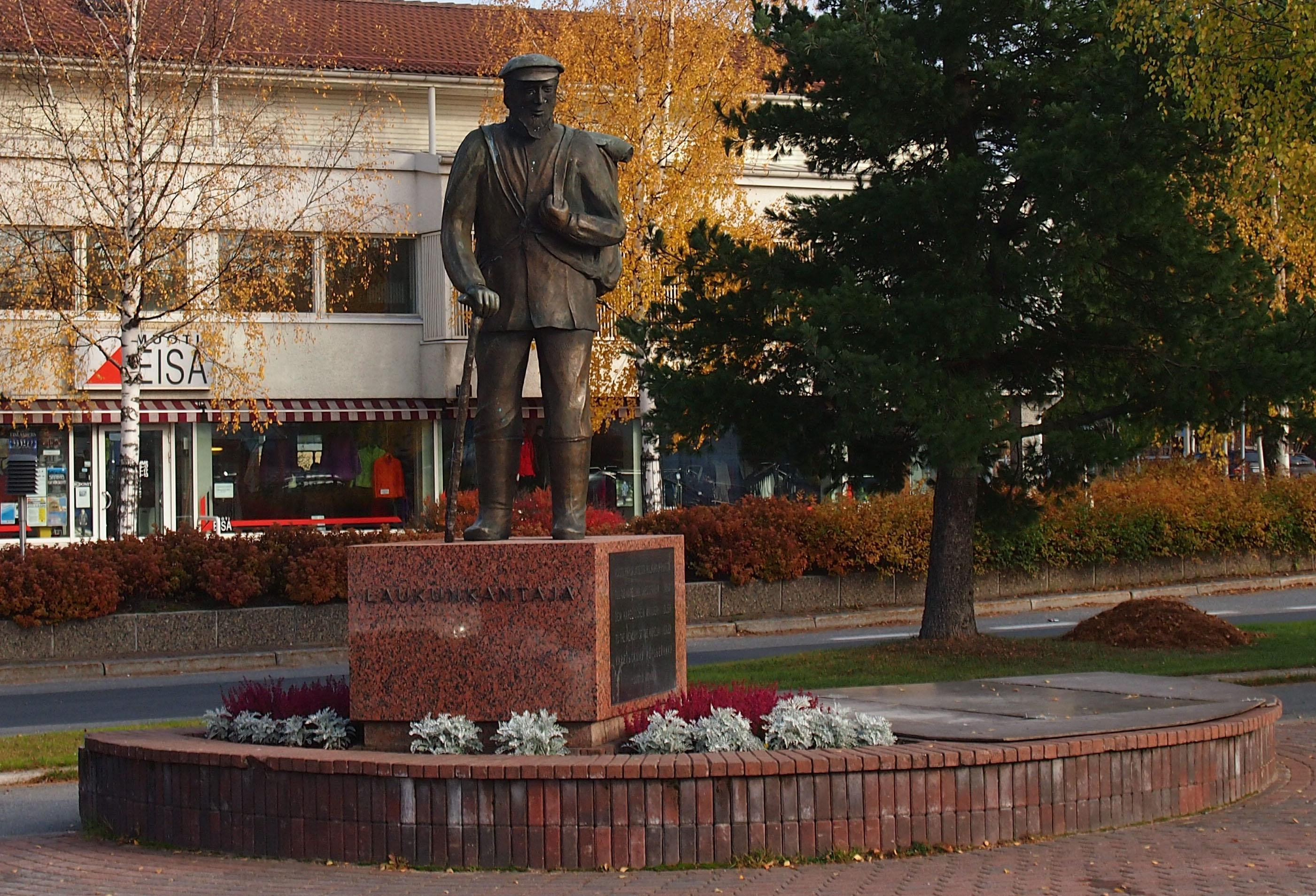 Памятник коробейникам в приграничном финском городке Кухмо. Фото: Валерий Поташов