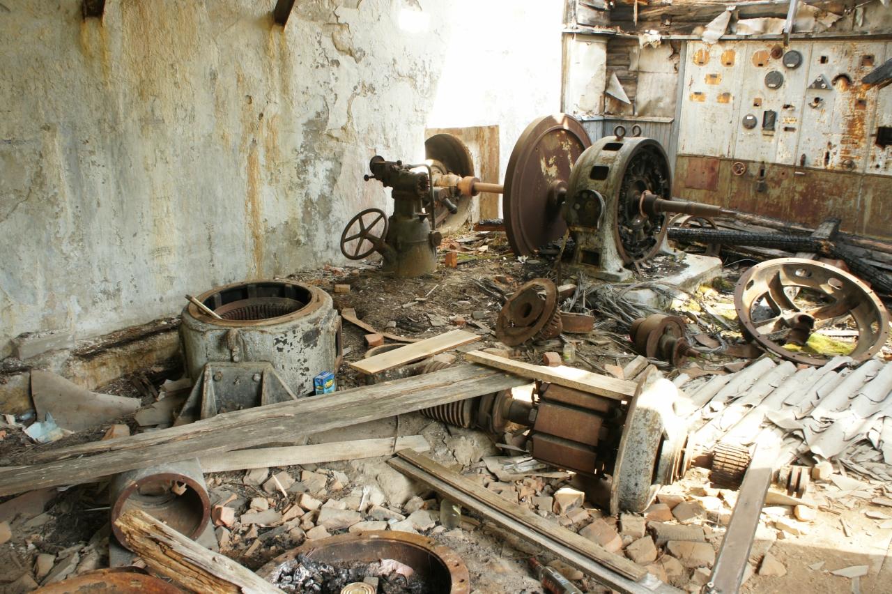 """Руины Ухтинской ГЭС (1927 г.) вполне могут потянуть на """"туристический объект"""". Фото: smolensk-velo.ru"""