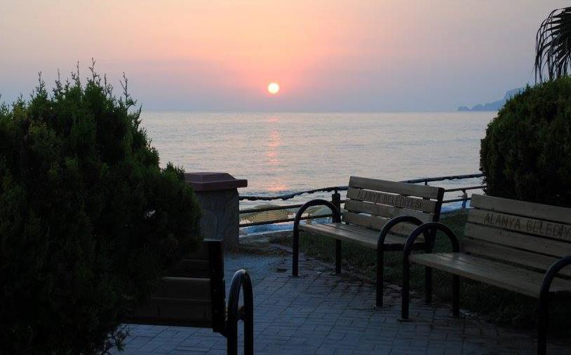 Путь на популярные прежде у россиян курорты Турции и Египта для многих граждан страны теперь заказан. Фото: facebook.com