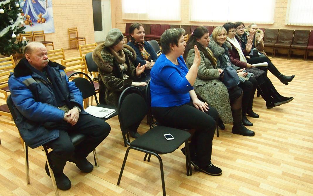 Участники слушаний в администрации Прионежского района Карелии проголосовали за объединение школы и детского сада в поселке Ладва-Ветка. Фото: Валерий Поташов