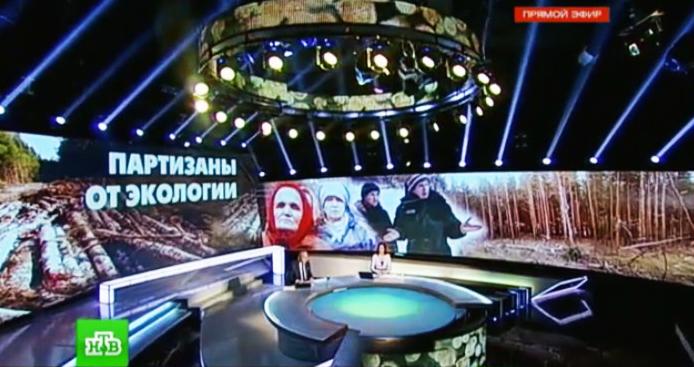 """О противостоянии в Сунском бору рассказали многие телеканалы, радиостанции и печатные издания не только в России, но и за рубежом. Фрагмент прямого эфира НТВ, посвященного """"сунским партизанам"""""""