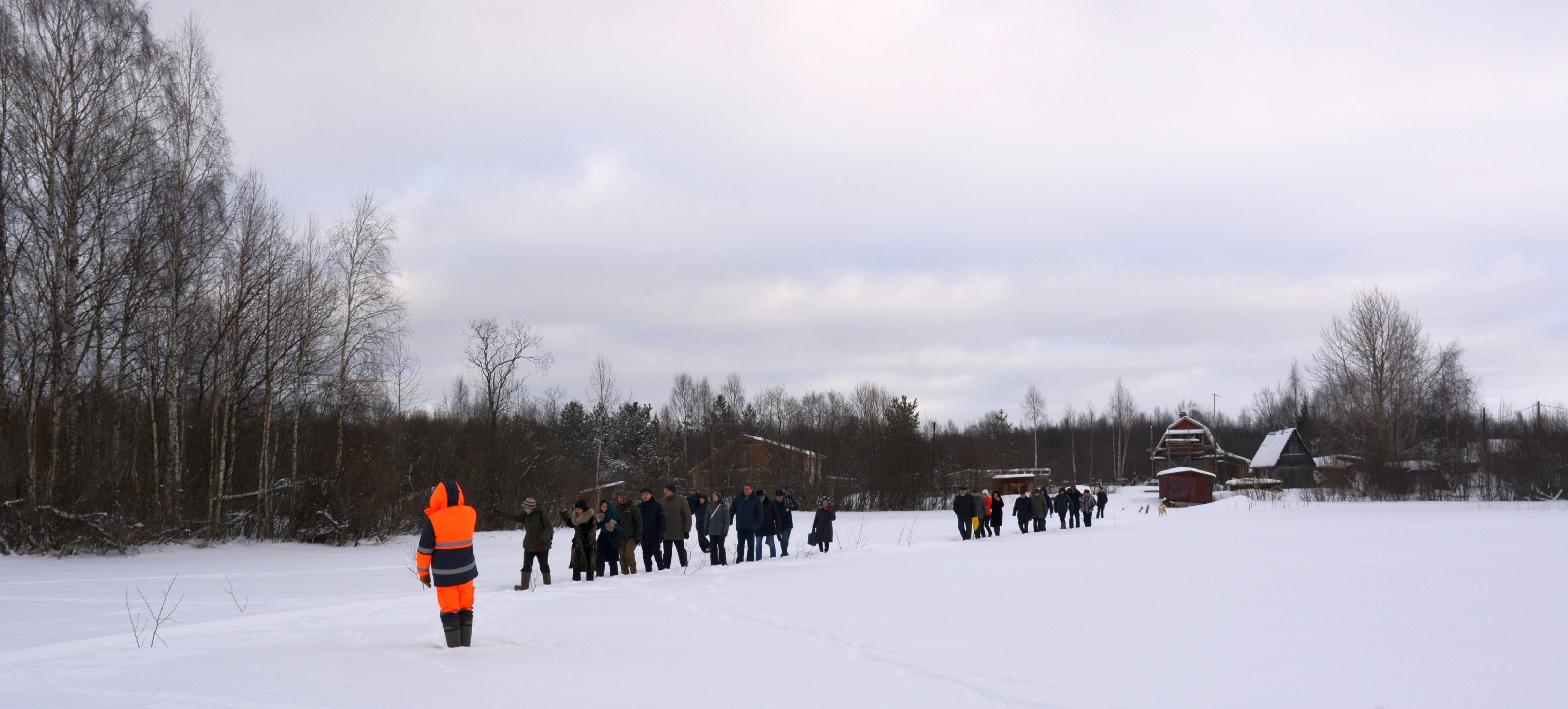 Члены СПЧ идут по льду Суны. Фото: Алексей Владимиров