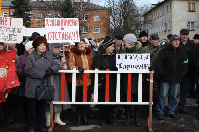 "Рост ""коммуналки"" вывел на улицу жителей Олонца. Фото: Юлия Орехова"