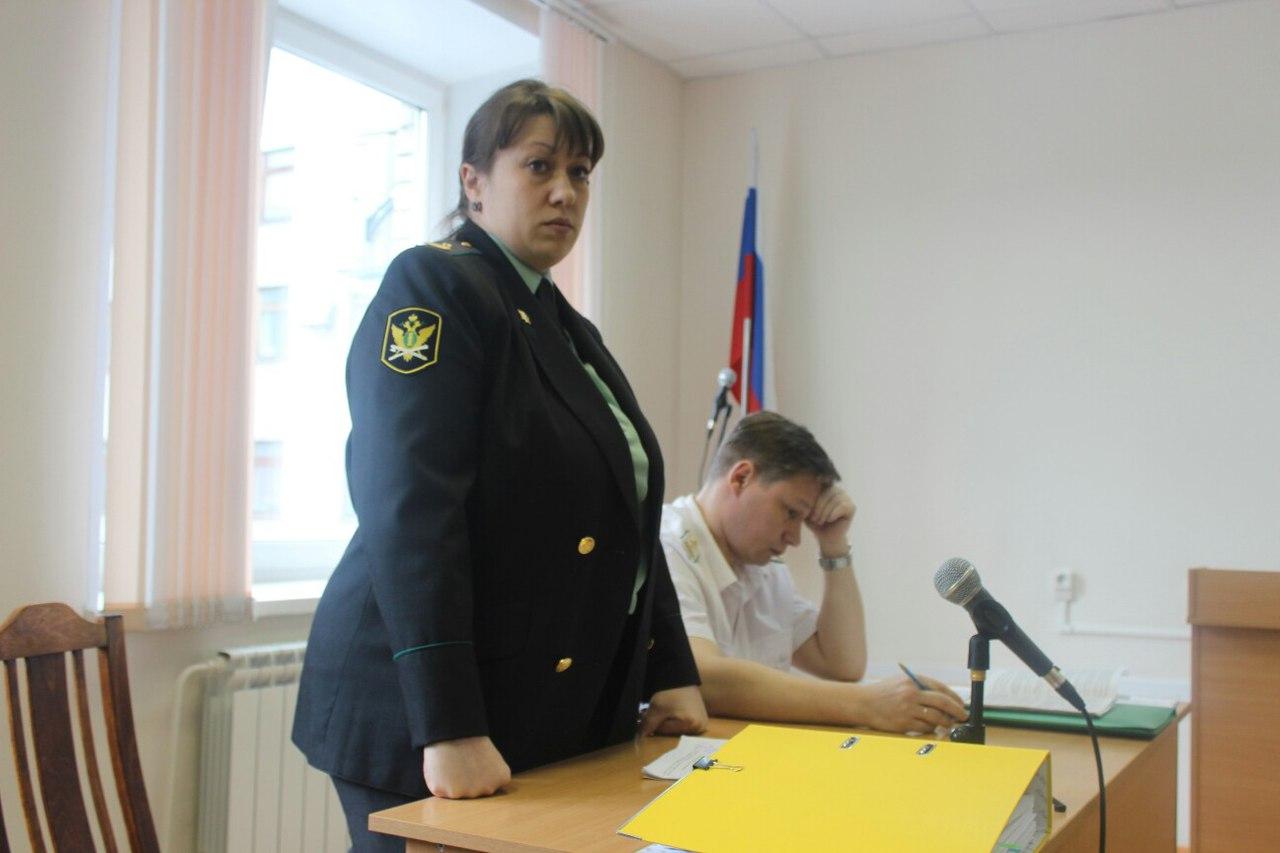Выступает представитель службы судебных приставов. Фото: Сергей Мятухин