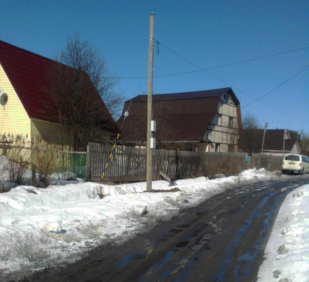 В поселке Пряжа теперь есть высокоскоростной интернет, а водопровод и канализация далеко не у всех. Фото местных жителей