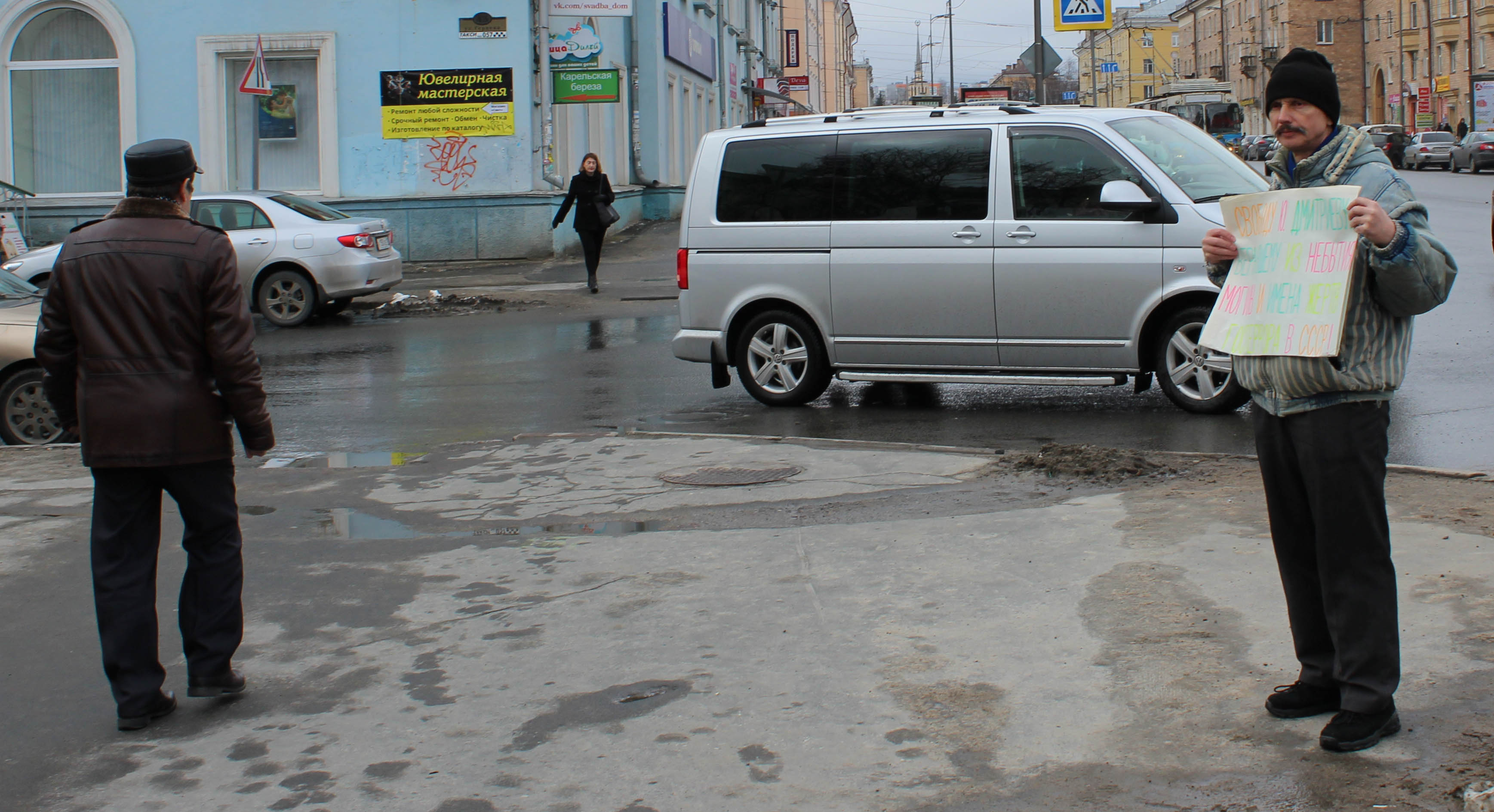 Бывший федеральный инспектор прошел мимо. Фото: Валерий Поташов
