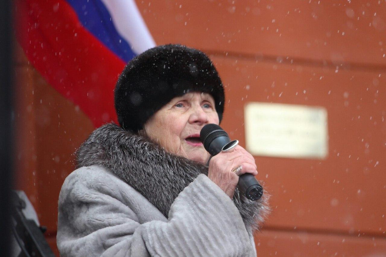 Педагог со стажем осталась непредставленной организаторами митинга. Фото: Сергей Мятухин
