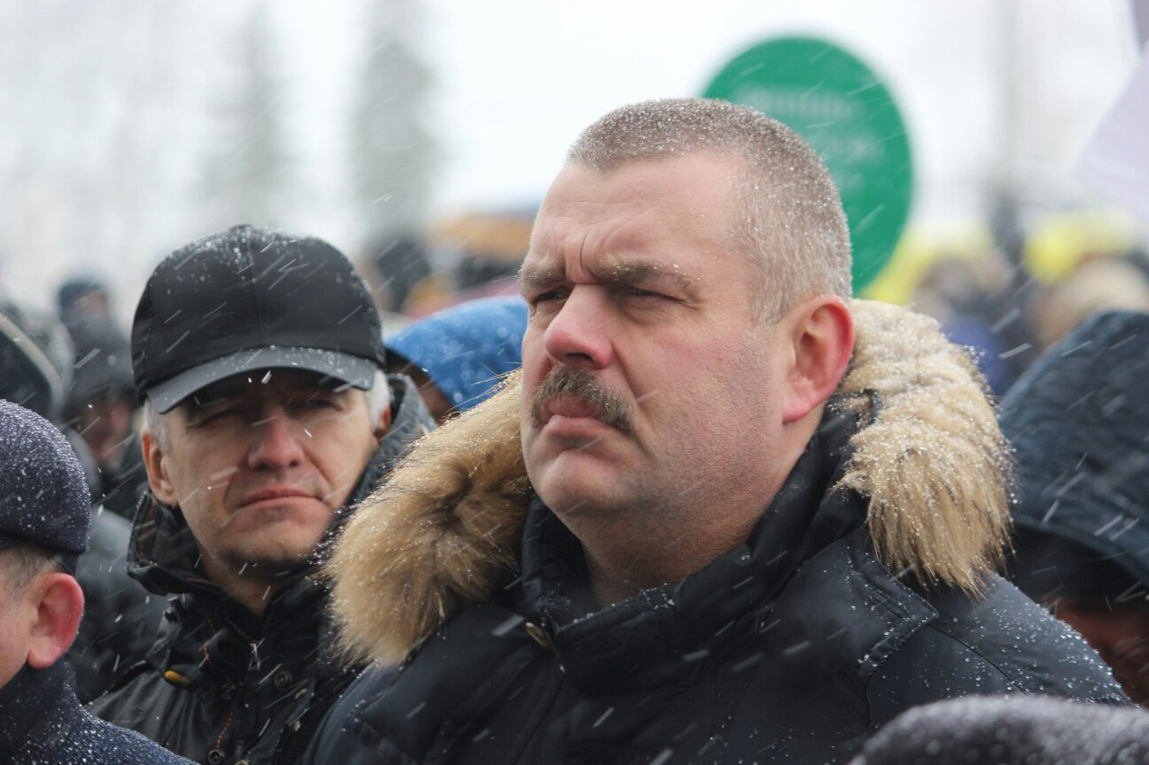 Врио главы Карелии пришел на митинг со своим замом по региональной политике Владимиром Любарским. Фото: Сергей Мятухин