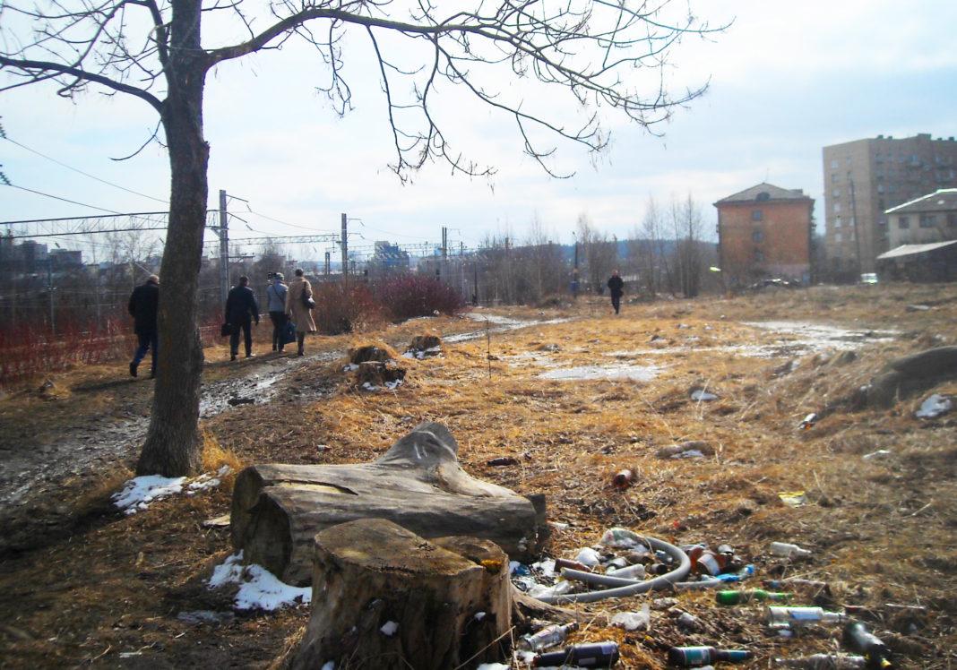 Разруху и грязь привокзального района Петрозаводска железная дорога скроет от пассажиров поездов забором. Фото: Татьяна Смирнова