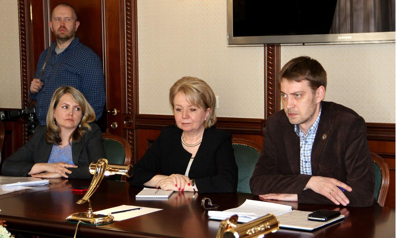 """Члены фракции """"Яблоко"""" карельского парламента на встрече с врио главы республики. Фото: Илона Радкевич"""