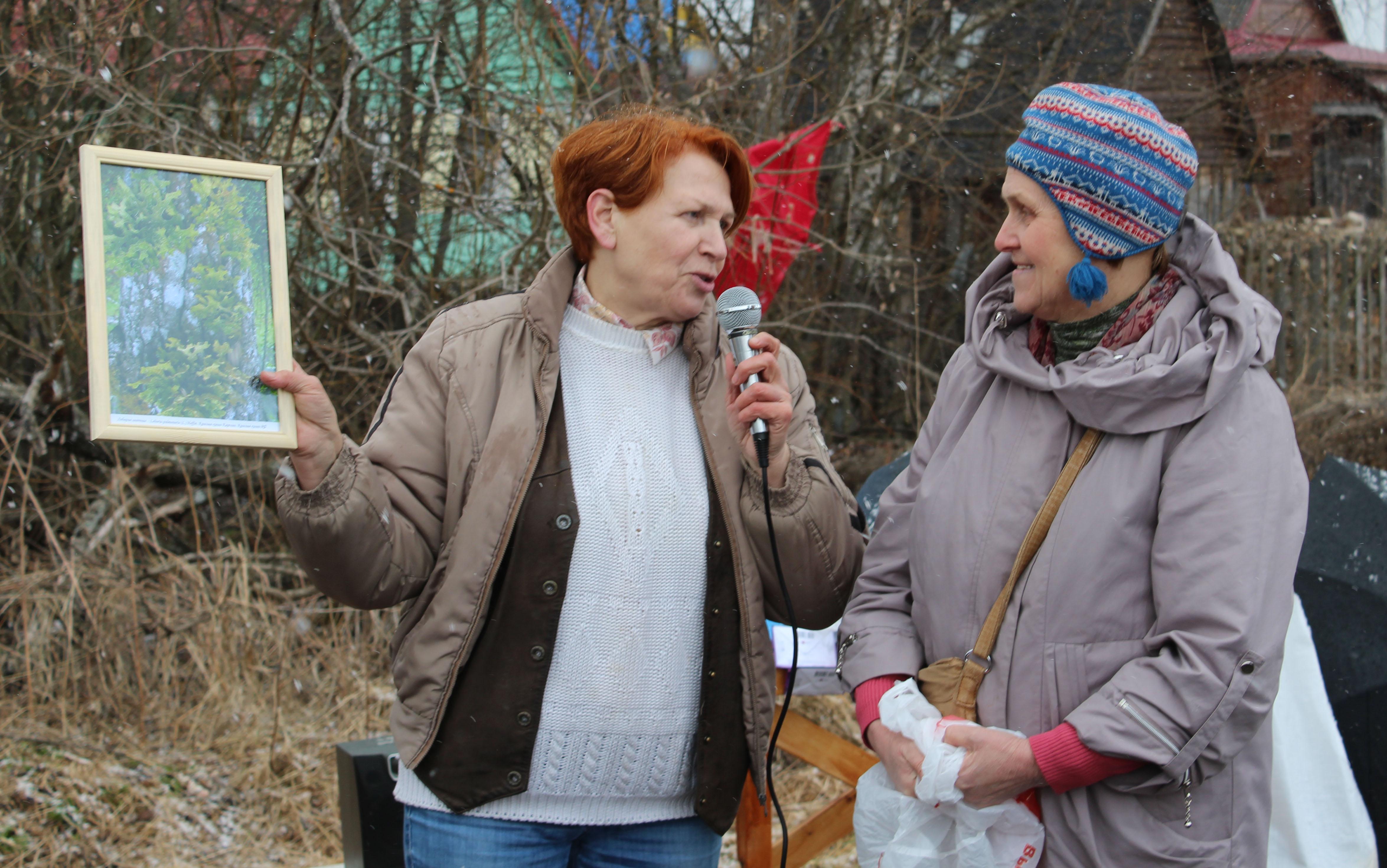 Защитница Сунского бора Татьяна Ромахина (слева) и профессор Петрозаводского госуниверситета Евгения Марковская (справа). Фото: Валерий Поташов