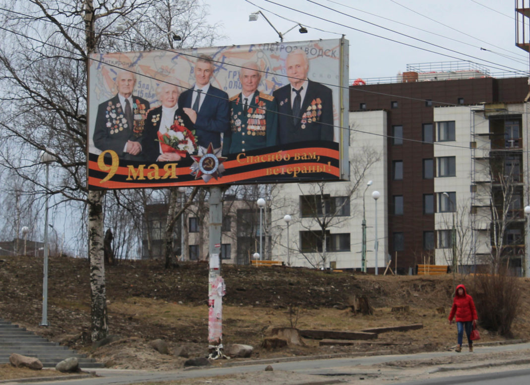 Поздравительный баннер с изображением врио главы Карелии на проспекте Александра Невского в Петрозаводске. Фото: Черника