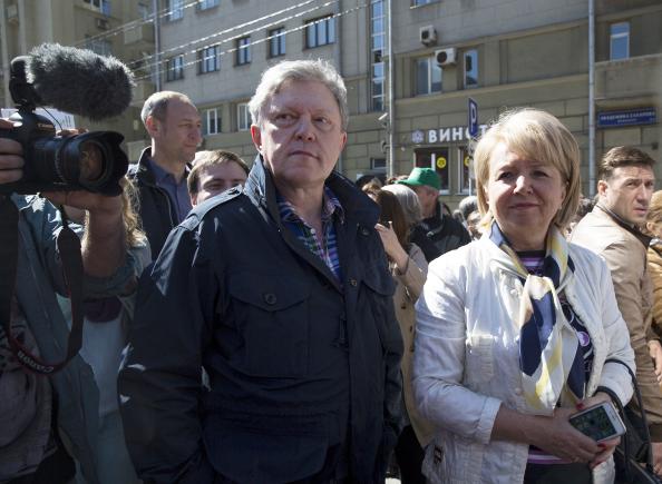 Эмилия Слабунова и Григорий Явлинский на митинге против реновации в Москве. Фото: yabloko.ru