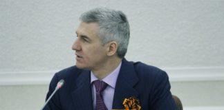 Врио главы Карелии Артур Парфенчиков на майском заседании республиканского правительства. Фото: Сергей Мятухин