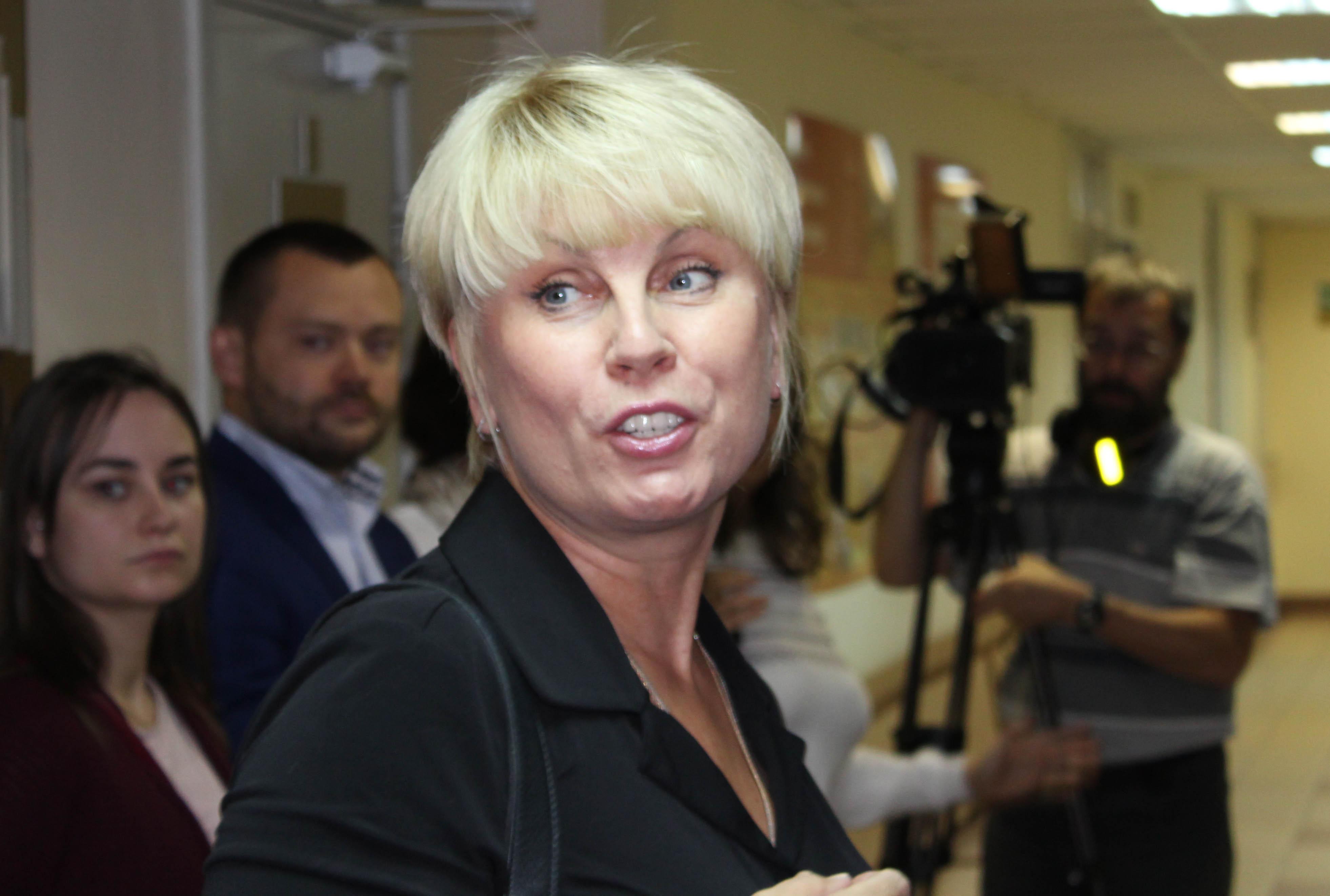 Александра Корнилова в коридоре суда. Фото: Валерий Поташов