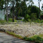 На этом участке, расположенном рядом с городской прокуратурой Петрозаводска, закопано снесенное аварийное жилье. Фото: Алексей Владимиров
