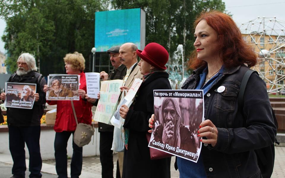 Пикет в поддержку арестованного руководителя карельского отделения
