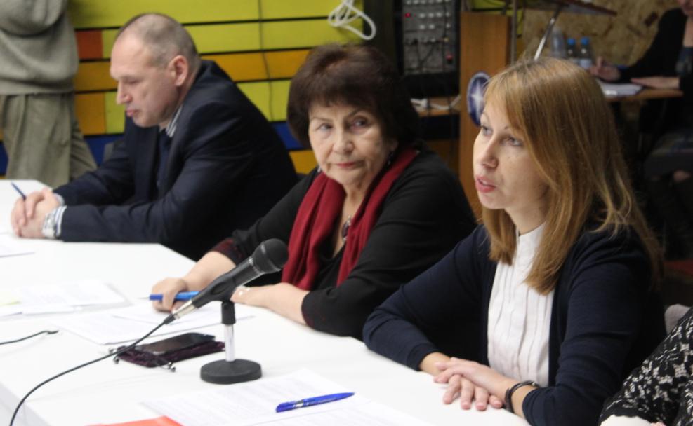 Кандидатов осталось двое: Геннадий Сараев (слева) и Елена Пальцева (справа). Фото: Валерий Поташов