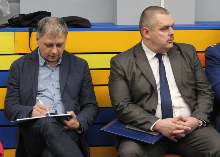 Участники встречи - политолог Олег Реут (слева) и вице-губернатор Владимир Любарский (справа). Фото: Валерий Поташов