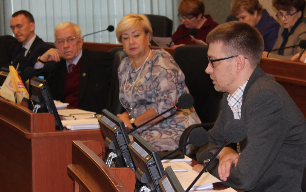 Депутат Андрей Рогалевич считает, что процедура выдвижения кандидатов на пост детского омбудсмена была не прозрачной. Фото: Валерий Поташов