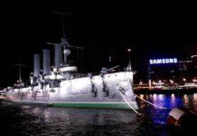 """Крейсер """"Аврора"""" - символ Октябрьской революции. Фото: Черника"""