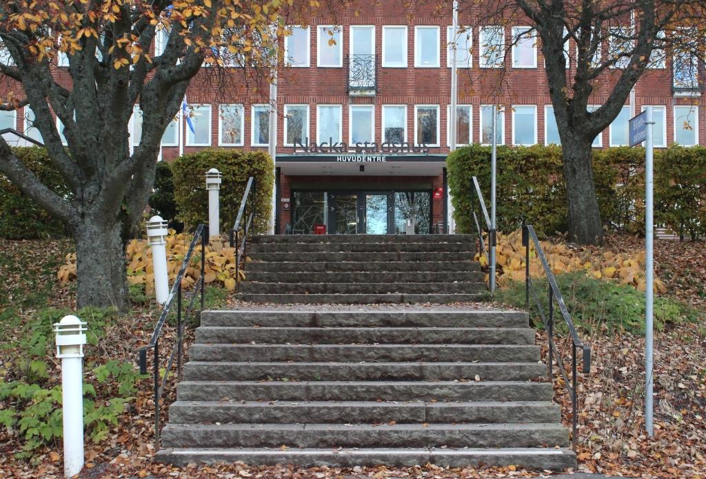 Администрация коммуны Нака. Фото: Валерий Поташов