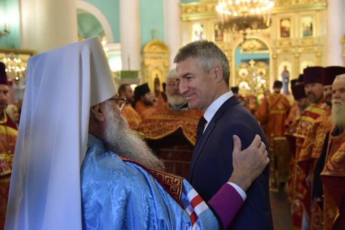Митрополит Константин и глава Карелии Артур Парфенчиков. Фото: facebook.com