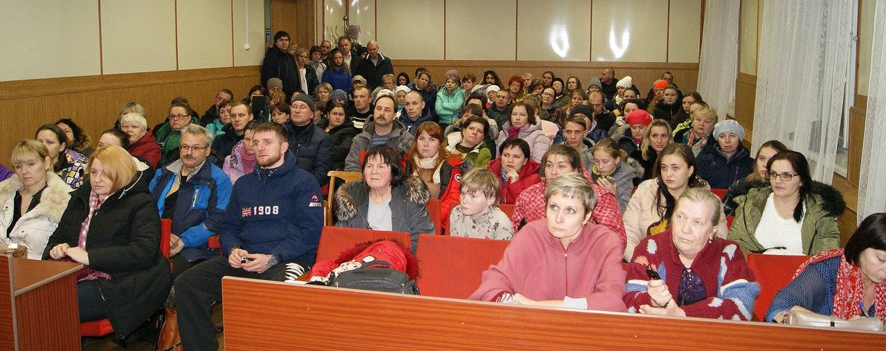 На собрании граждан по вопросу ликвидации ЦДО. Фото: Беломорская трибуна
