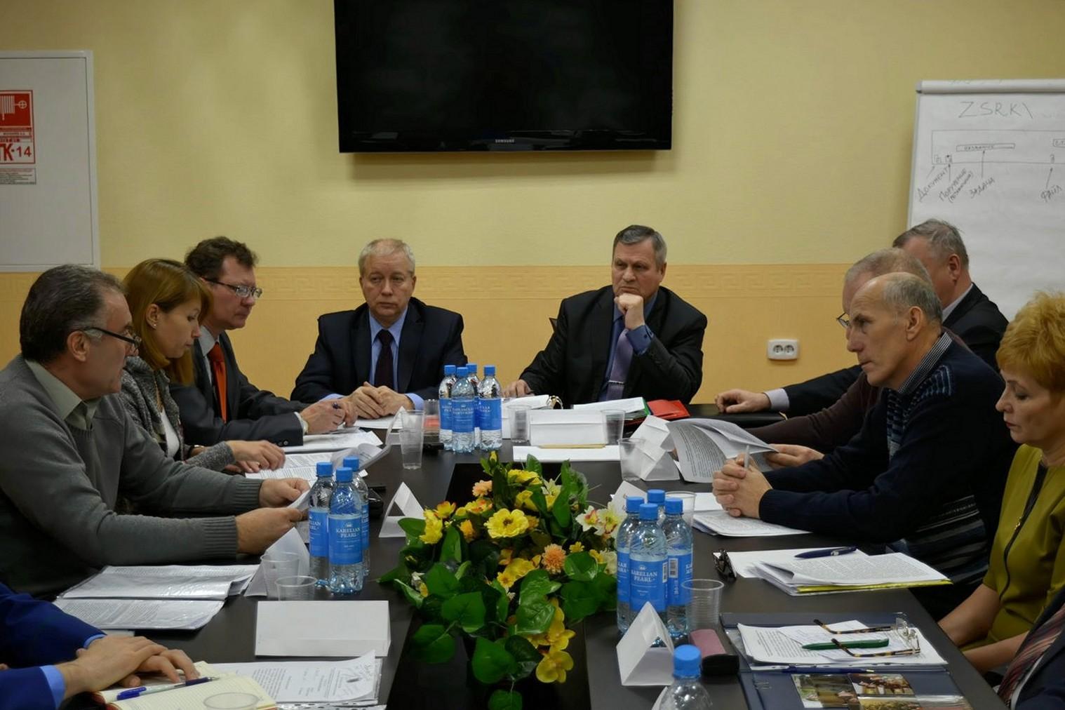 На заседании экспертного совета. Фото: Алексей Владимиров