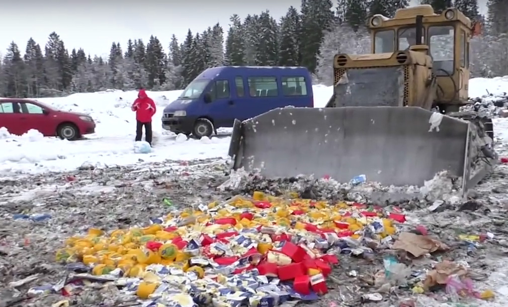 Так в Карелии, где недоедают дети, давят финские продукты. Фото: YouTube
