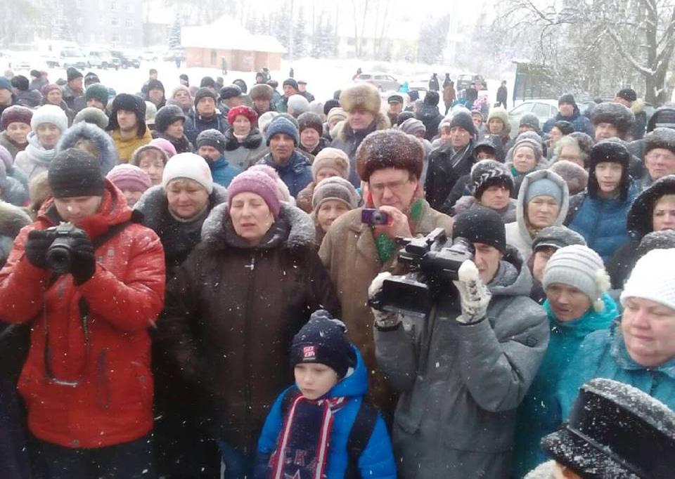 В Сегеже прошел митинг с требованием отставки главы городского поселения. Фото: Андрей Рогалевич