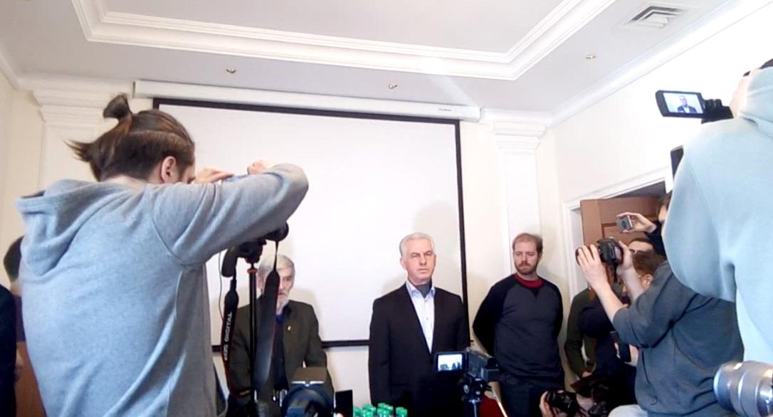 Адвокат Дмитриева Виктор Ануфриев выступает на пресс-конференции. Фото: Валерий Поташов