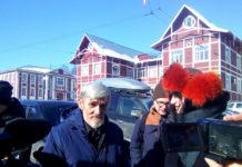 Юрий Дмитриев отвечает после суда на вопросы журналистов и общественников. Фото: Валерий Поташов