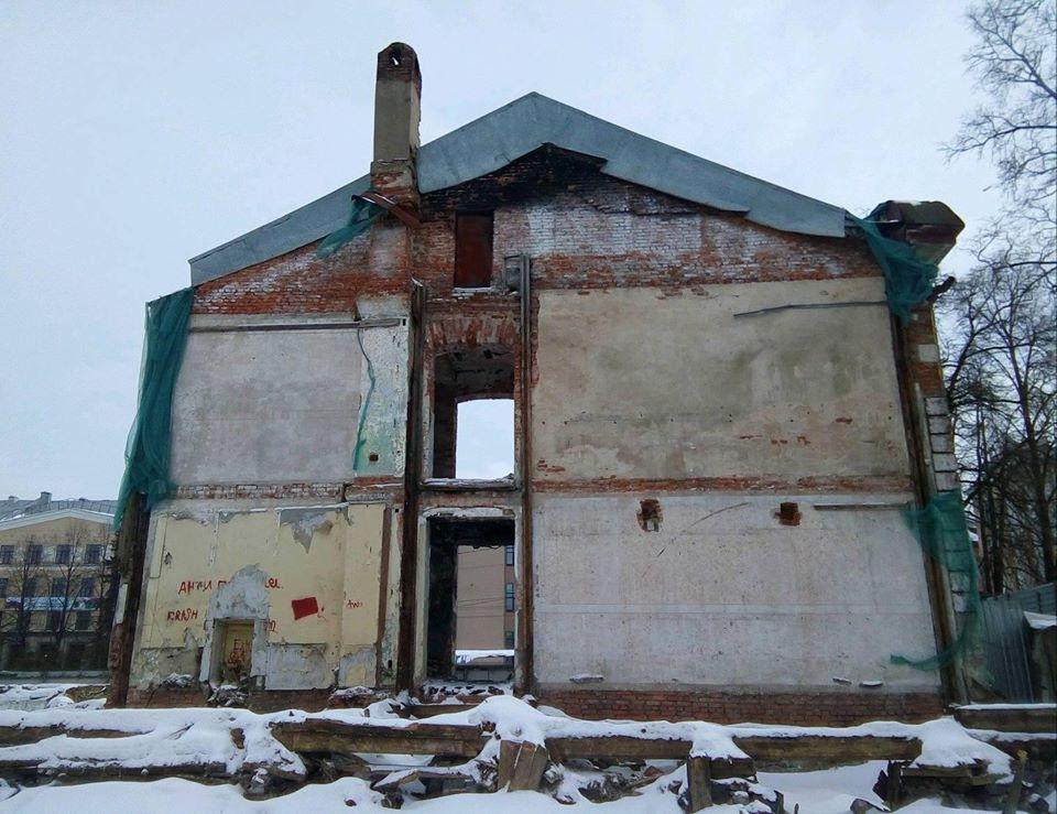 Объект культурного наследия выглядит как будто пострадал от бомбежки. Фото: Валерий Поташов