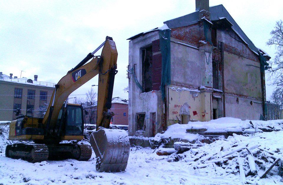 Все, что осталось сейчас от бывшего здания МИД Карело-Финской ССР. Фото: Валерий Поташов
