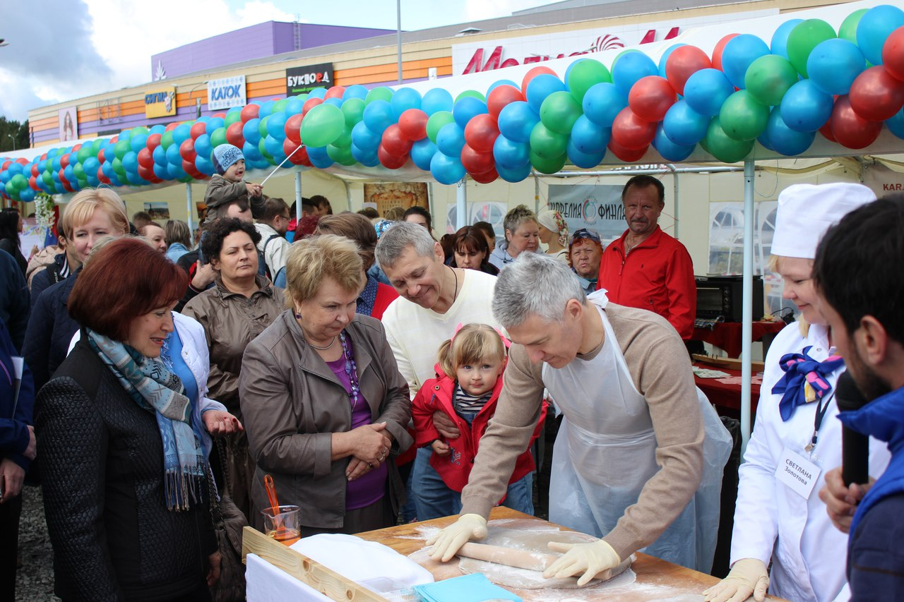 Любовь карельского губернатора к рыбникам уже стала поводом для многочисленных шуток в социальных сетях. Фото: lotosplazaptz.ru