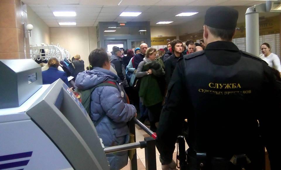 Такого наплыва людей городской суд Петрозаводска давно не видел. Фото: Валерий Поташов
