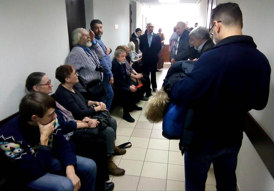 Как всегда, Юрия Дмитриева пришло поддержать много людей. Фото: Валерий ПоташовКак всегда, Юрия Дмитриева пришло поддержать много людей. Фото: Валерий Поташов