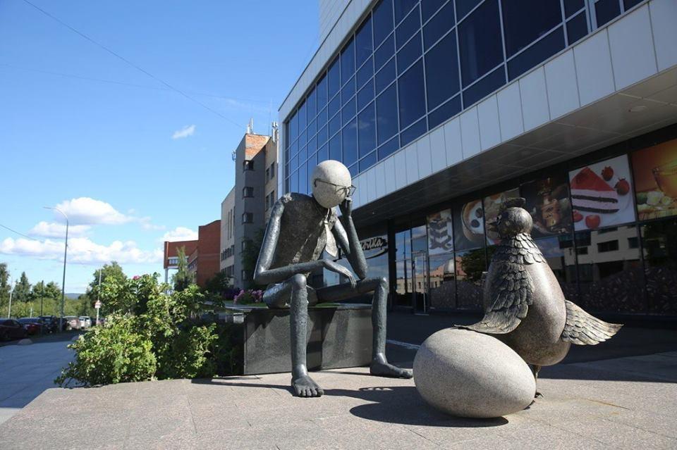 Одна из скульптур Александра Кима в Петрозаводске. Фото: rk.karelia.ru