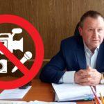 Глава Беломорской районной администрации Попов не любит камер и микрофонов. Коллаж: Евгений Антипин