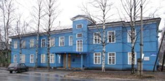 """""""Синий дом"""" - администрация Медвежьегорского района Карелии. Фото: Губернiя Daily"""