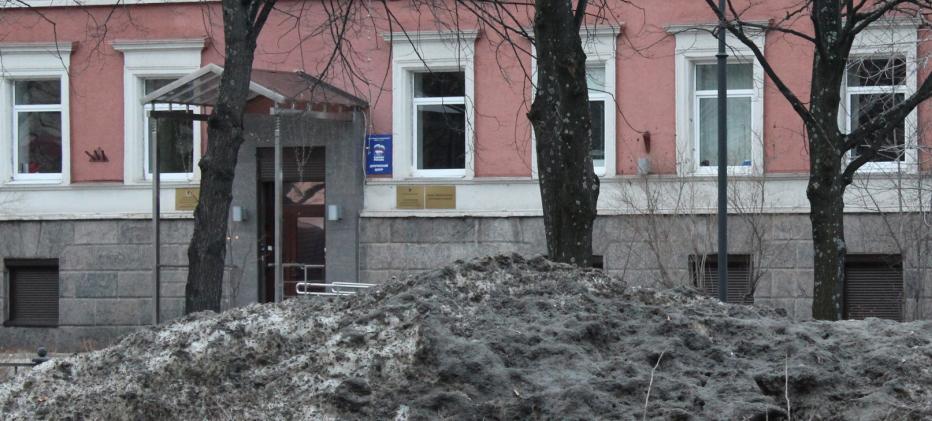 У приемной Медведева такая же грязь, как и повсюду. Фото: Валерий Поташов